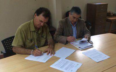 Se firma el convenio de colaboración entre Centro Regional Ceres de la PUCV y el Centro de innovación energética (CIE) de la Universidad Técnica Federico Santa María, para ejecutar proyecto de CONICYT.