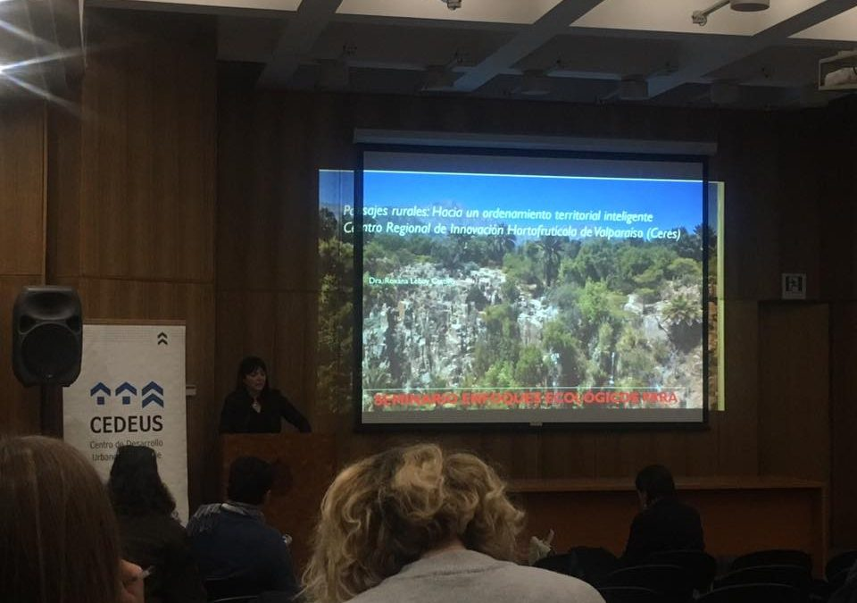 """Directora del Programa Paisaje, Territorio y Desarrollo Rural de Ceres expone en seminario """"Enfoques ecológicos para la planificación territorial""""."""